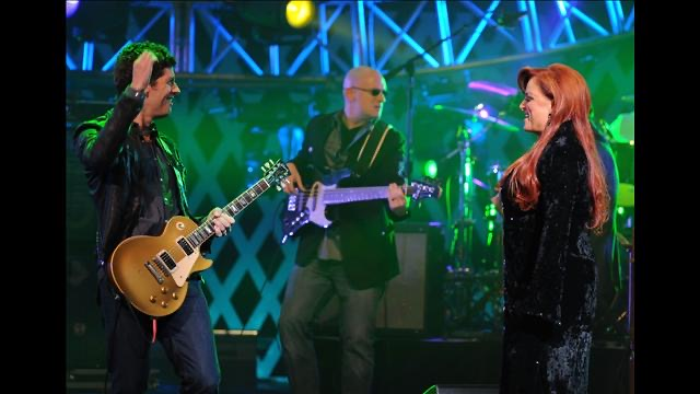 Sean O'Bryan Smith (bass) with Wynonna Judd